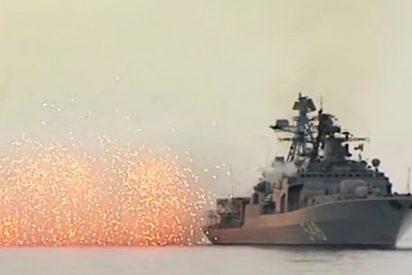 Así simulan dos destructores y un crucero ruso un ataque costero en el Pacífico