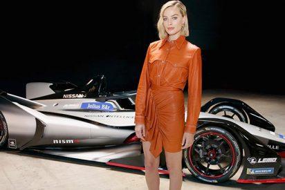Espectacular coche de carreras: La conocida actriz Margot Robbie presenta el Nissan Gen2 de Fórmula E