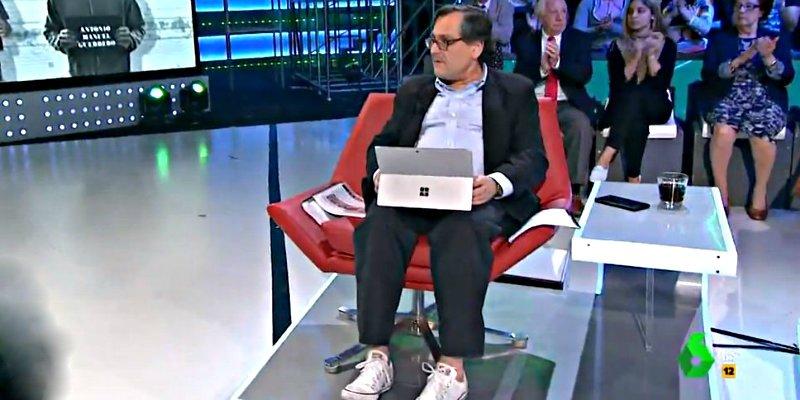 'LaSextaNoche': Paco Marhuenda provoca el cachondeo en Twitter por sus zapatillas