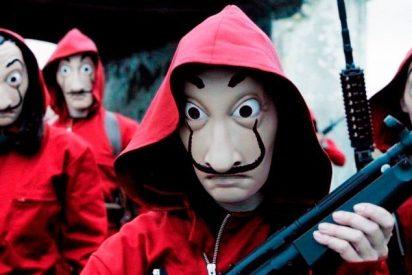 Intentan robar un cajero disfrazados de 'La casa de papel' pero se les olvida ponerse las máscaras