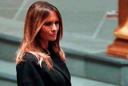 La polémica foto de Melania Trump sonriendo en el funeral de Barbara Bush