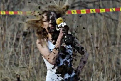 La bella reportera descubre los peligros que esconde el motocross