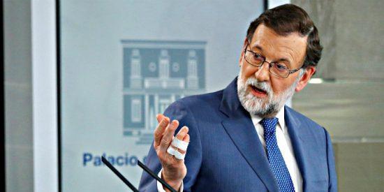 Mariano Rajoy da un puñetazo en la mesa y decide respaldar a Cifuentes frente a los linchadores
