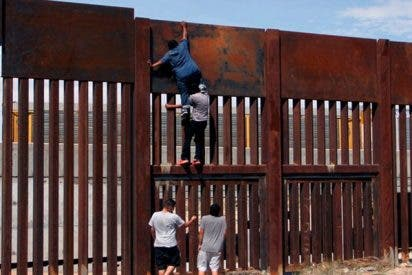 Este mexicano tarda 2 minutos en saltar el muro en la frontera de EE.UU. sin despeinarse