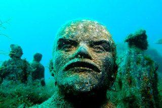 Crimea: Así es el espectacular museo de estatuas soviéticas bajo las aguas del Mar Negro