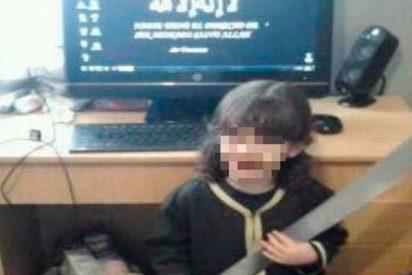 Se libra de la cárcel el yihadista que dio a su hijo un machete y le ponía vídeos del ISIS