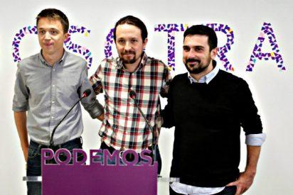Los 'Tres Machistas' retiran de la sede de Podemos el eslogan 'Nosotras'