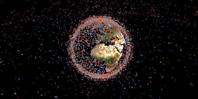 Esos puntos de colores que ves, son todos los objetos artificiales que orbitan la Tierra