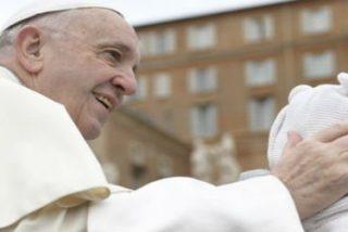 El Papa insta a los católicos a que bauticen a los niños de pequeños