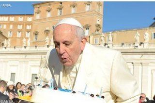 El Papa celebra su santo invitando a helado a 3.000 necesitados