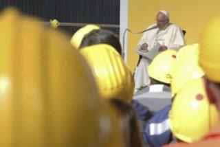 """El Papa clama contra la """"economía de la exclusión"""" y pide """"trabajo digno"""" para todos"""