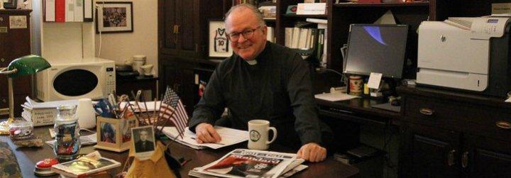 Los republicanos fuerzan la dimisión del capellán de la Cámara de Representantes de EEUU