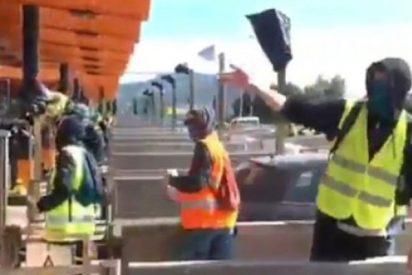 Los Mossos permiten a los CDR indepes cumplir su amenaza y quitar las barreras de los peajes de las autopistas