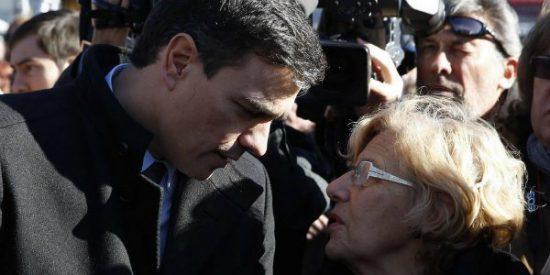 Los experimentos 'paracaidistas' del PSOE: Sánchez desprecia a su militancia flirteando con Carmena