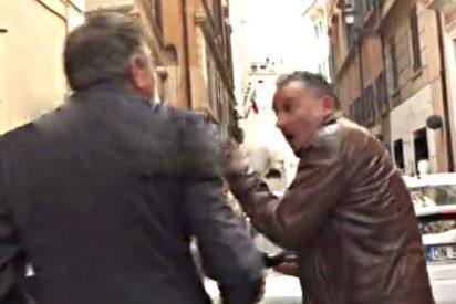 Ex ministro italiano abofetea a un periodista en medio de una entrevista