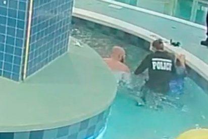Este niño sobrevive de milagro tras ser succionado por una tubería de una piscina en EE.UU.