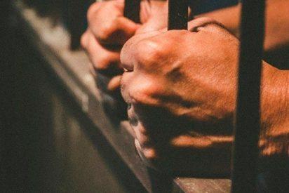 Así se escapan estos dos presos de una prisión
