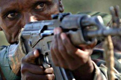 El prisionero de los yihadistas encuentra un AK-47 entre los cadáveres y ametralla a sus verdugos
