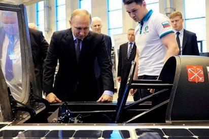 Putin inspecciona el primer automóvil ruso que usa energía solar