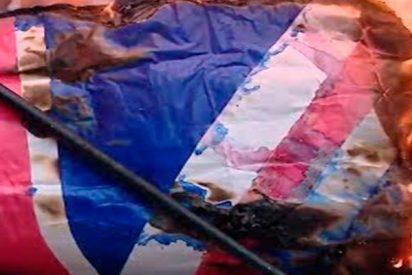 Los argentinos queman banderas británicas en el aniversario de la Guerra de las Malvinas