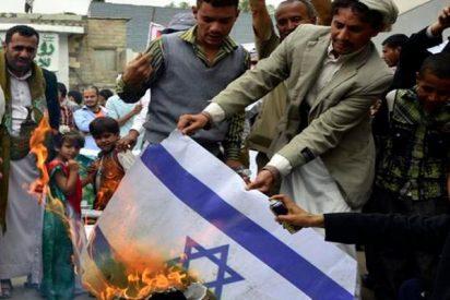 Así queman los palestinos banderas de Israel en Gaza