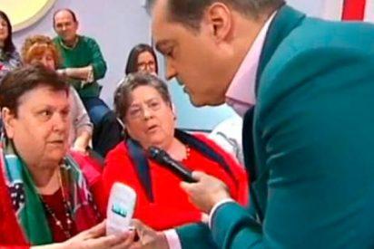 Ramón García se parte la caja con estas dos señoras que se llevan el teléfono fijo al plató