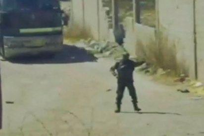 Así pasan por un punto de control ruso los autobuses con los rebeldes sirios y sus familiares