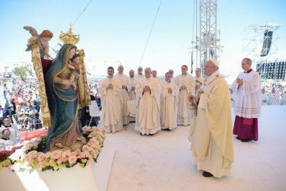 """Francisco: """"Estamos llamados a coser cada lágrima, a estar presentes en todas partes y ser constructores de paz"""""""