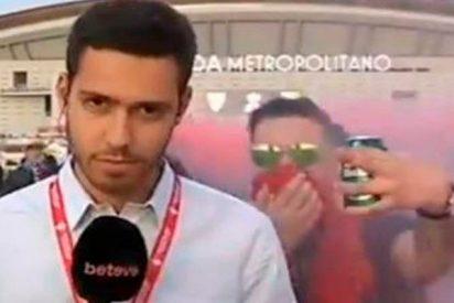 Humillante ataque de ultras del Barcelona a un periodista a las puertas del Wanda
