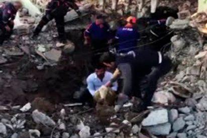 Así son las duras operaciones de rescate tras un terremoto en Turquía
