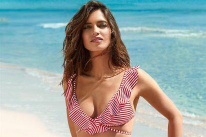 Sara Carbonero luce espectacular en bikini en las playas de Ibiza