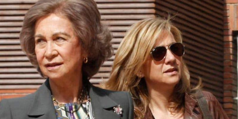 La Infanta Cristina intenta despistar en su reencuentro con la Familia Real
