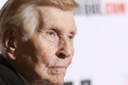 """Este multimillonario de 94 años pierde la voz y se comunica con 3 botones del iPad: """"sí"""", """"no"""" y """"j***te"""