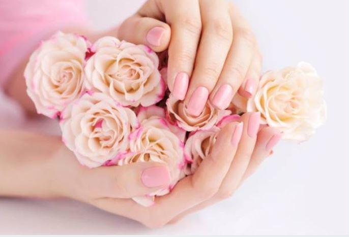esmaltes de uñas tonos nude