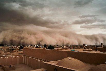 Impresionante tormenta de arena se 'traga' una ciudad iraní