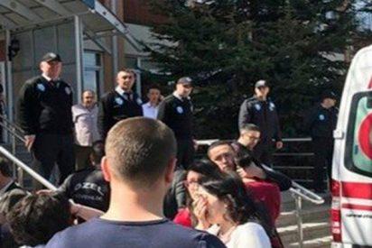 Investigador mata a cuatro personas en una universidad de Turquía