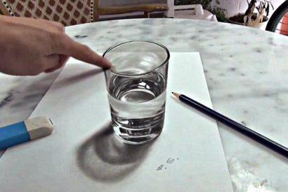 No intentes bebértelo, este vaso de agua no es lo que parece
