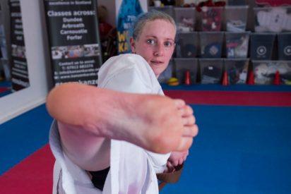 La patada de una karateca en las pelotas de dos inmigrantes ilegales que querían violarla