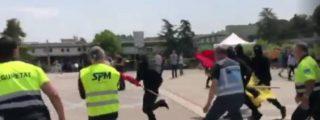 Los porrazos de la 'carrer borroka' a jóvenes de Sociedad Civil Catalana en una descontrolada UAB