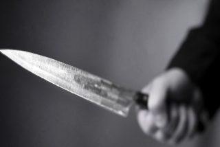 Un búlgaro utiliza dos cuchillos para amenazar de muerte a su pareja en Valencia