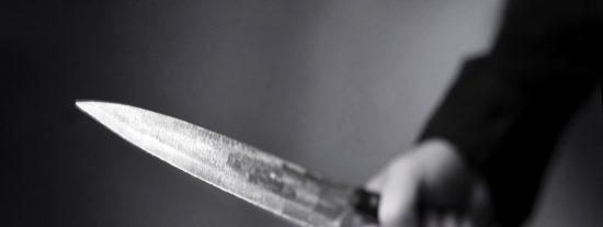 """Le denuncian por saltarse el toque de queda y acude a la comisaría de Policía con un cuchillo: """"Los voy a rajar"""""""