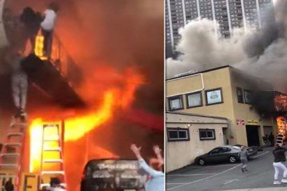 Incendio: Las chicas saltan gritando del balcón de la escuela de baile para escapar de las llamas