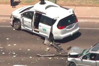 Un coche autónomo de Waymo involucrado en un aparatoso choque en Arizona