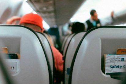 Un facineroso golpea brutalmente a una mujer sorda y embarazada en pleno vuelo
