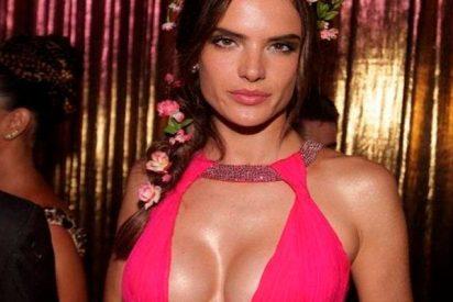 "Alessandra Ambrosio se lo ""pasa teta"" desde que ha vuelto a estar soltera"