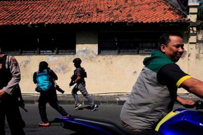 Así fue el momento exacto de la explosión mortal en la sede de Policía indonesia en Surabaya