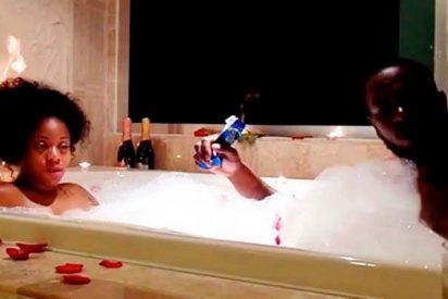 El erótico baño de una pareja de cachondos que acaba caliente de verdad