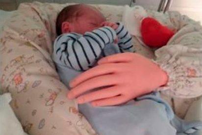 El inquietante prototipo de brazos articulados que simula el abrazo de los padres en recién nacidos
