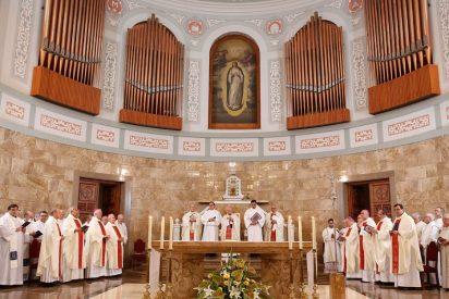 """Cardenal Cañizares: """"Debemos hacer de la iglesia un lugar de acogida, especialmente con los alejados"""""""