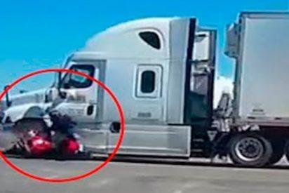 Un camionero ocasiona este horrible accidente por conducir utilizando el móvil